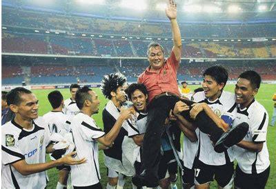 Trophy Piala Sepakbola Juara 1 2 3 Pemain Terbaik piala fa 2011 kelantan 1 2 terengganu rezeki itu datangnya dari usaha yang ikhlas