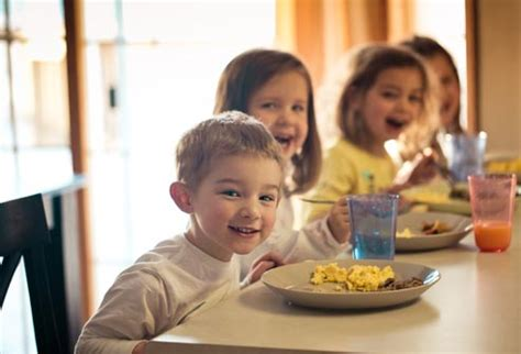 get kids to eat breakfast quick tips to feed a picky eater with pictures