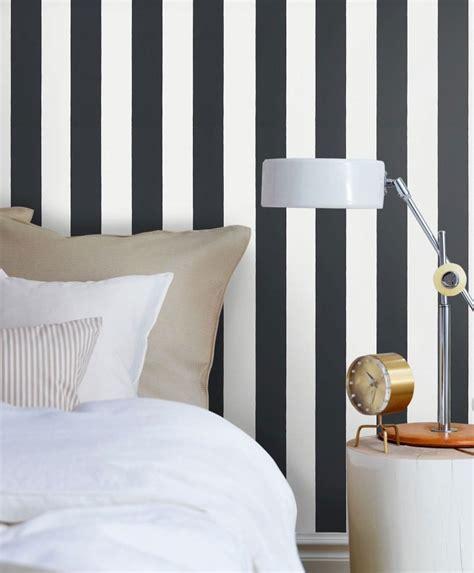 papel pintado animales #3: papel-pintado-rayas-william-dormitorio-negro.jpg