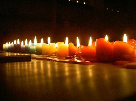 foto di candele le candele per i morti