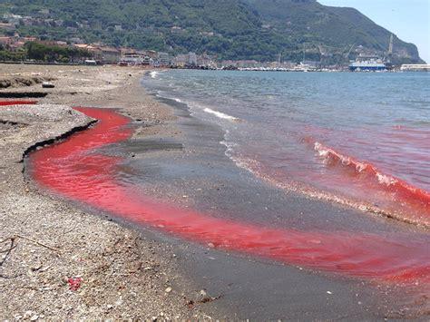 meteo mare melito porto salvo acqua rossa nel golfo di napoli allarme inquinamento il