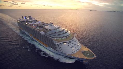 royal caribbean largest ship world s largest cruise ship joins royal caribbean fleet