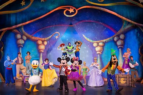 magic mickey and minnie disney doorway to live disney live mickey and minnie s doorway to magic comes to