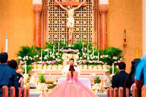 Arreglo Del Templo Para La Celebracion De Unm | como hacer arreglos florales para iglesia muy sencillos