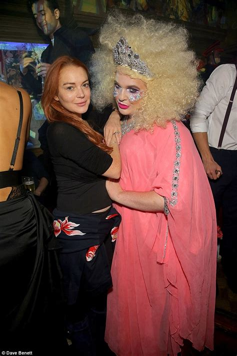 Style Lindsay Lohan Fabsugar Want Need 6 by Lfw Lindsay Lohan Attends Modest Fashion Week Show