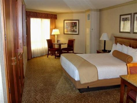 harrahs room standard room clean and modern picture of harrah s las vegas las vegas tripadvisor