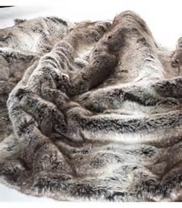 couvre lit fausse fourrure luxe gris 240 x 260 cm plaid