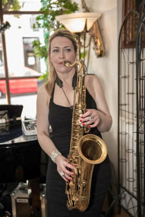 pro female saxophonist  styles  minute musicians