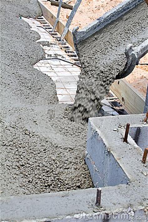 Poser Une Grille D Aération by Pouring Concrete Slab Stock Photo Image 42311695