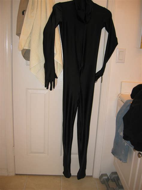 file suit file unworn black zentai suit 2 jpg wikimedia commons