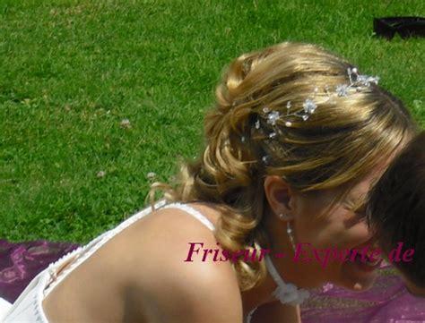 Hochzeitsfrisur Perlen by Brautfrisur Der Seite Mit Schulterlangen Haaren