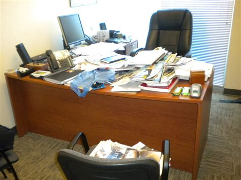 Disorganized Desk by Cluttered Desk Clipart Clipart Suggest