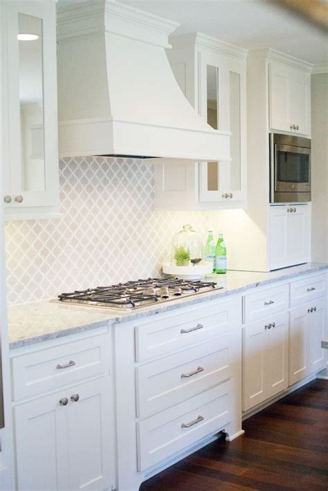 backsplashes with white cabinets white backsplash kitchen home design ideas and pictures