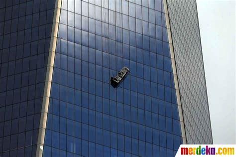 Gondola Pembersih Gedung Foto Suasana Dramatis Saat Tali Gondola Pembersih Gedung
