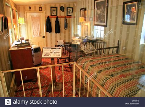 petersen house dc the bed on the right bedroom in the petersen house wachington stock photo