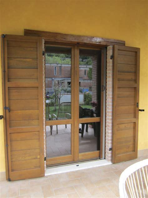 finestra con persiana l infisso finestre in legno e alluminio