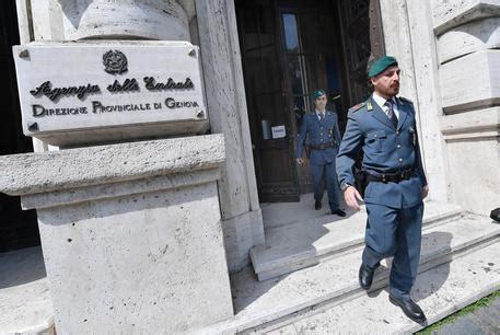 ufficio delle entrate genova agenzia delle entrate di genova arrestato il direttore
