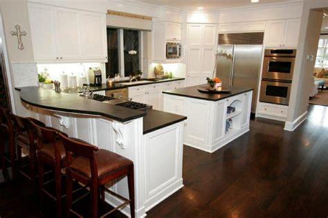 hardwood floor in kitchen 1000 images about kitchen ideas on white