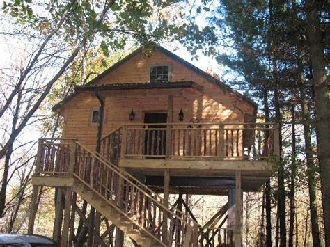 treehouse cabins in berlin ohio tree house cabin picture of amish country lodging