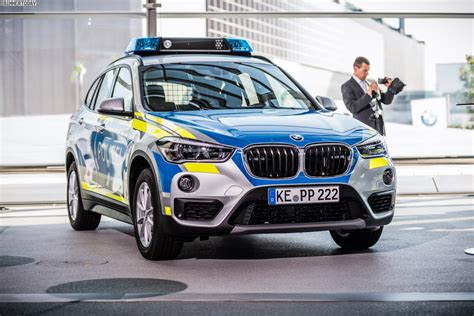 Motorrad Folieren Bayern by Bmw Streifenwagen In Blau Und Neongelb F 252 R Die Polizei Bayern