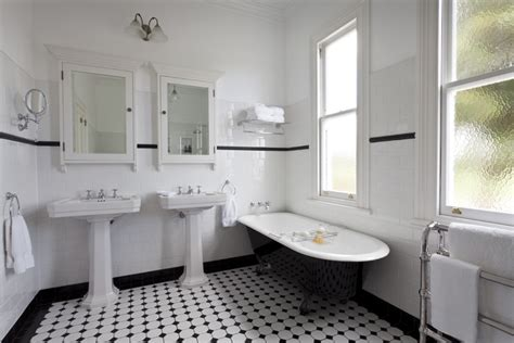 art deco bathrooms detaljerna som g 246 r ett svart vitt art d 233 co badrum art
