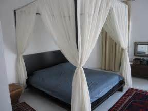 enhance your fours poster bed with canopy bed curtains