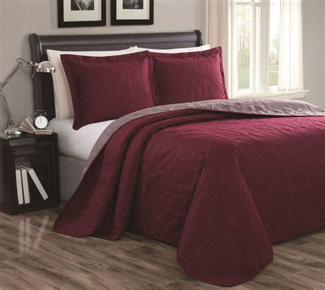 Burgundy Bed Sets Cressida Burgundy Taupe Reversible Bedspread Quilt Set King