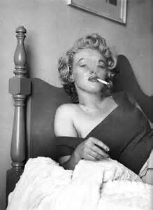 dead in bed marilyn monroe death bed photos