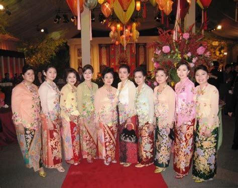 adat sejarah dan perkembangan kebaya fashion busana adat sejarah sejarah dan jenis jenis kebaya di indonesia kebaya di jawa