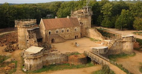 is castle coming back for 2015 2016 gu 233 delon castle is being built with 13th century