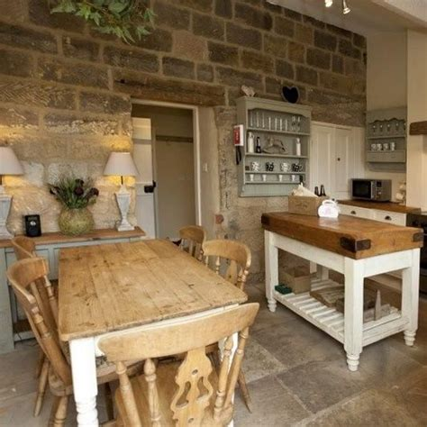 cottage flooring ideas 25 best ideas about country cottage kitchens on