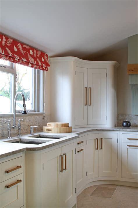 wimborne white shaker kitchen