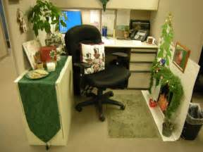 Small home office cubicle decoration christmas green theme decobizz