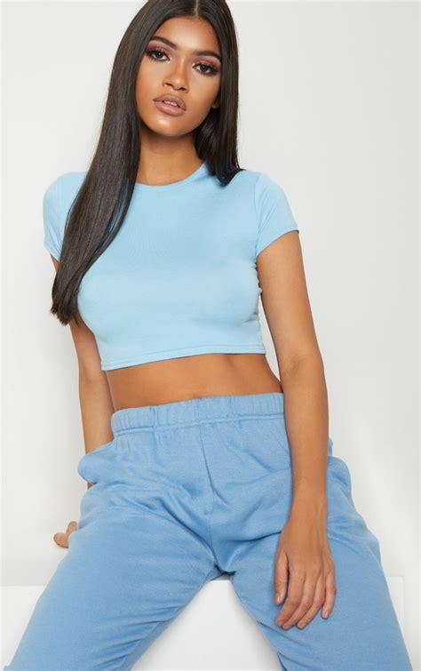 baby blue sleeve basic baby blue sleeve crop t shirt prettylittlething