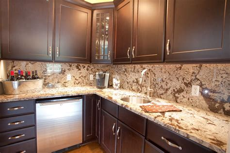 pictures of kitchen backsplashes with granite countertops best 20 kitchen countertops and backsplash ideas