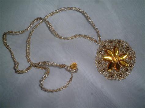 fiori all uncinetto per collane collana uncinetto oro manifantasia