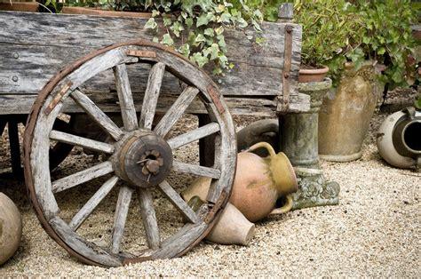Gartendeko Wagenrad by Ein Wagenrad Als Gartendekoration 183 Ratgeber Haus Garten