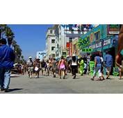 Video Tourist Crowd And Shops On Venice Beach Boardwalk