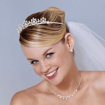 Bridal Hairstyles Short Hair for Long Hiar with Veil Half
