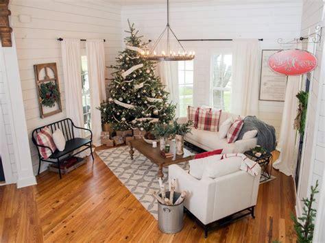 fixer upper decor fixer upper renovation and holiday decor at magnolia