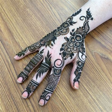 henna tattoo in chicago hire crescent moon henna henna artist in chicago