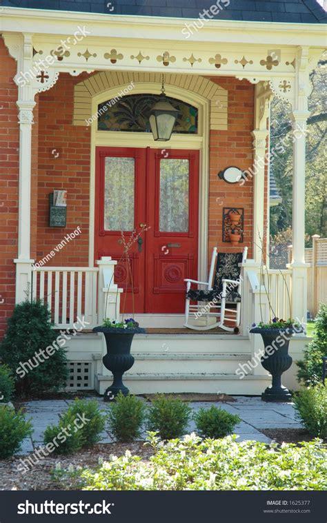 brick front veranda schritte front door entrance home stock photo 1625377