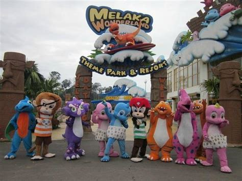 theme park di melaka main entrance with mascots picture of melaka wonderland