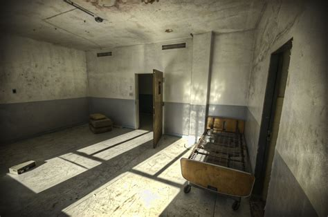 creepy room creepy abandoned haunted hospital soon to house senior citizens 70 pics 5