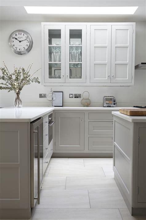Gray Shaker Kitchen Cabinets by The 25 Best Modern Shaker Kitchen Ideas On
