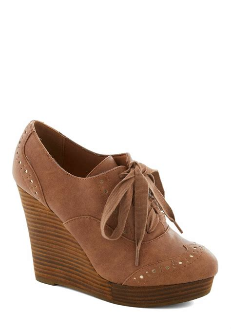 wedge oxford shoes 1000 ideas about oxford wedges on wedges