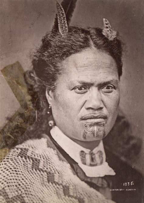 file femme maori avec un tatouage au menton 1998 3173 139