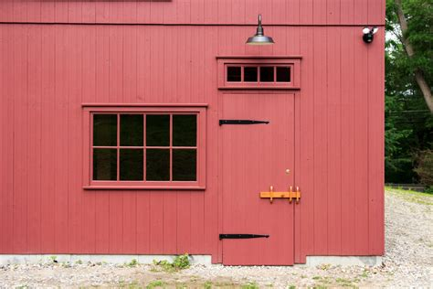 Carriage Barn Doors A New Barn In An Historic District The Barn Yard Great Country Garages