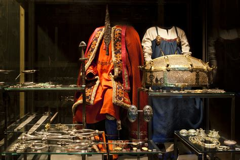 File:Viking attire and jewellery   VIKING exhibition at the National Museum of Denmark   Photo