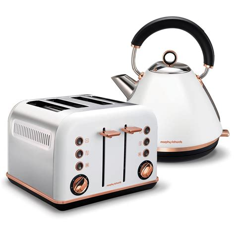 Set 1859 White 4 white accents gold pyramid kettle and 4 slice toaster set
